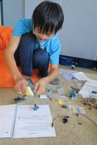 6-8 Team learns circuitry